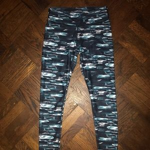 Fabletics Mid-Rise Printed PowerHold® Legging XS